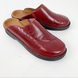Clarks Oxblood Mules Womens Size 9